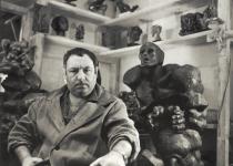 Фотопортреты Э.Неизвестного 60-70-ые гг.: на фоне Пророка (1976 г.)